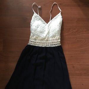 NEW Cute Windsor Dress. White / Navy / Crochet